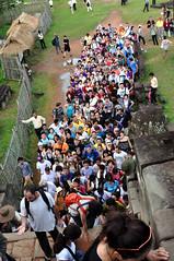 Troppi - Too many - Demasiados (Dedalomouse Photos) Tags: cambodia cambogia asia indocina gente persone people personas tommaso tommasoolmeda travel olmeda viaggio viaje angkor angkorwat fila archeologia troppi too many demasiados