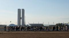 (vcheregati) Tags: congressonacional fila cidadeconstitucional acidadeconstitucional2016 espectadores desfile foratemer 7desetembro esplanadadosministrios braslia feriado