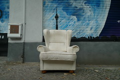 Please take a seat #498 (sterreich_ungern) Tags: sessel armchair sperrmll trash abandoned lost street 44 berlin decay seat collection serie contemporary photography nk germany alex fernsehturm tv tower painting white