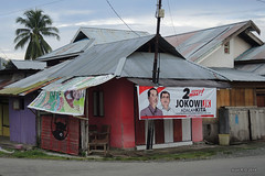 Ampana, Central Sulawesi (-AX-) Tags: indonesia élections ampana bâtimentmaison pancarteaffiche jokowi sulawesitengahcentralsulawesi