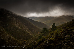 Drave - Arouca (João.Martins) Tags: sky cloud mountain portugal fog clouds canon mfa porto 7d nuvens serra montanha norte nevoeiro arouca canon1022 drave canon7d movimentofotográficodearouca aroucageopark aroucageoparque montanhasmágicas