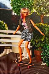 Momoko Happy Summer Guaranteed (Michaela Unbehau Photography) Tags: summer beach mannequin sunshine happy photography doll fotografie sommer blond skateboard fashiondoll sonne mdchen michaela tanned puppe momoko unbehau
