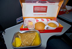 Inflight meal of Ural Airlines (Osdu) Tags: airplane inflight aircraft aviation flight aeroplane meal airbus service inflightmeal aviao flugzeug avin aereo spotting avion a320 avia vliegtuig flygplan planespotting   aeroplano lentokone samolot uak flugvl   luftfahrzeug inflightservice lennuk   uralairlines  letoun a320 fastvingefly aroplanum vqbre