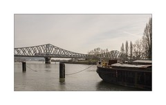 Chacun son transport (SiouXie's) Tags: city bridge color seine train river landscape fuji rouen pont normandie 1855 paysage péniche normandy barge couleur ville fleuve siouxies fujixe2