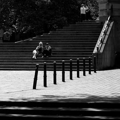 not (graduating) 1 (Andrew Malbon) Tags: sigma sigmadp3 dp3 dp3m merrill foveon fixedlens fixedfocallength 50mmf28 50mm graduation portsmouth southsea hampshire streetphotography street guildhall universityofportsmouth summer women couple students bollards bw blackwhite steps shadows