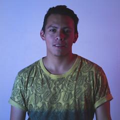 Gamaliel (j.raziiel) Tags: portrait contraste retrato man men hombre persona color bicolor rojo azul