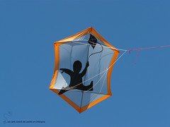2016-07-17 _Penvins_P2000534 copie (les cerfs-volants de Laetitia et Christophe) Tags: animaux beauducel bridage cerfvolant cerfsvolants cerfvolants christophe construction couture fabrication gonflable grigny kaf kangaroo kenny kite ktk laetitia monofil rhone zoo penvins 2016 journée du vent juillet bilboquet beauduciel