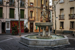 La Fontaine des Neuf Jets (SantiMB.Photos) Tags: 2blogger 2tumblr 2ig calle street fuente fountain languedocroussillon sal18250 autumn geo:lat=4248471792 geo:lon=274773538 geotagged otoo ceret francia fra