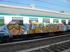 029 (en-ri) Tags: clitor uao crew xvi 16 2016 edro taem meks ragazzo boy writer arancione train torino writing graffiti azzurro stelle