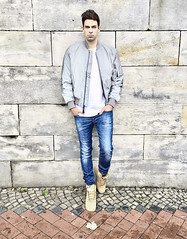 Model Guy in Bomberjacket and Jeans (vanes_hud) Tags: jeans guy man model bomberjacke bomberjacket diesel alpha alphaindustries nike airforceone sneakers sneaks turnschuhe mnner mann junge hair hairstyle fashion trends trendfashion skinny dnn mode