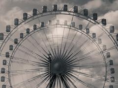 Doppel-Riesenrad (r.oland) Tags: cannstattervolksfest events mehrfachbelichtung riesenrad schwarzweis veranstaltungen blackwhite monochrome