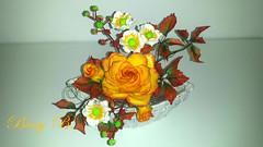 Golden Autumn shugar decoration (Beni 2) Tags: autumn autumncake rose orange virginia creeper anemone gumpaste shugar flower