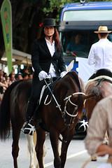 1771 Amazona (orxeira) Tags: portugal gente mulher moa garota vero rua festa menina cavalo amazona arcos minho rapariga 2014 cortejo nossasenhoradalapa 1771 arcosdevaldevez miuda agosto14 orxeira agosto2014 orxeiraagosto14 1771771