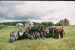 54. Освящение места под храм в с.Богородичное 2000 г