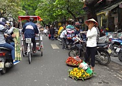 Hanoi Streetlife (derNubo) Tags: street people asia bikes vietnam motorbike hanoi merchant