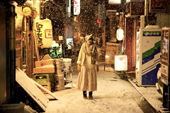 (tenpadego) Tags: winter light portrait white snow girl japan night kyoto sheep         kiyamachi