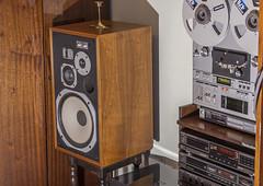 Pioneer HPM-100 (AudioClassic) Tags: technics stereo tuner speakers cdplayer vintagehifi hifistereo audioclassic audioreeltoreel vintageloudspeakers pioneerhpm100olymp004