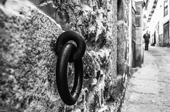 The Lord of the Rings (Walimai.photo) Tags: street bw white black texture textura byn blanco branco stone calle spain noir bokeh negro preto ring explore blanc anillo piedra candelario