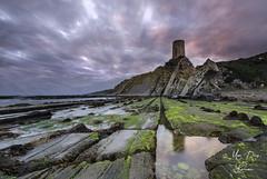 - El viga del estrecho - (Mar Diaz -korama-) Tags: longexposure seascape marina atardecer rocks nubes rocas tarifa largaexposicin guadalmesi lamanoamiga d7000 mardazkorama