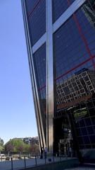 Debajo (vcastelo) Tags: reflejos cristal torres inclinada kio plaza castilla madrid spain