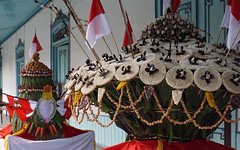 Grebeg Syawal Keraton Surakarta 2016: The Male and Female Gunungan (ARIAMAN) Tags: castle soldier java ceremony culture royal palace parade solo ritual tradition jawa royalty surakarta kraton indon keraton centraljava jawatengah prajurit grebeg gunungan grebegsyawal keratonsolo keratonsurakarta