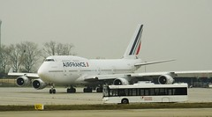 Air France B-747-428 F-GITI CDG 21-11-14fc (mugicalin) Tags: transdev boeing boeing747 b747 b747400 b747428 airfrance fgiti airportcharlesdegaulle cdg fujifilm fujifilmfinepix finepix bleublancrouge 2014 solaris aeropass aircraft
