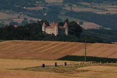 Schloss Champvent ( Baujahr 2. Hälfte 13. Jahrhundert - Stil Savoyisch - Carré savoyard - Mittelalter - château castello castle ) über der Orbeebene bei Champvent im Kanton Waadt - Vaud in der Westschweiz - Suisse romande - Romandie der Schweiz (chrchr_75) Tags: hurni160709 hurni christoph schweiz suisse switzerland svizzera suissa swiss chrchr chrchr75 chrigu chriguhurni chriguhurnibluemailch juli 2016 juli2016 schloss champvent schlosschampvent albumschlösserkantonwaadt albumschweizerschlösserburgenundruinen kanton canton waadt vaudt kantonwaadt kantonvaudt castle château castello kasteel 城 замок castillo mittelalter geschichte history gebäude building archidektur kantonvaud vaud