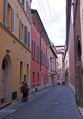 Bologna: intimit e spensieratezza fra i suoi vicoli. (Adelaide Luppi) Tags: italy alley bologna vicolo emiliaromagna alleys vicoli