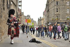 ROYAL MILE BAGPIPER (rafasalcines) Tags: scotland bagpiper royal mile edinburgh skye castle landscapes calton hill
