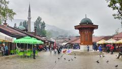 Bascarsija sous la pluie (Vincent Rowell) Tags: raw tonemapped balkans2016 bosniaandherzegovina bascarsija mosque market sebilj rain ottoman