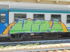 a <3 (en-ri) Tags: inri 2016 verde viola giallo train genova zena graffiti writing
