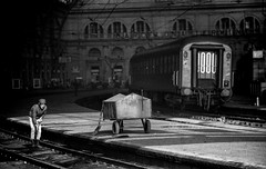 """Mantenimiento"" Barcelona, 1977 (Explore Oct 13, 2016 #210) (jfraile (OFF/ON slowly)) Tags: barcelona 1977 estaciondefrancia ferroviario blancoynegro analogica quimica negrapan21 pentaxspomatic jfraile javierfraile streetphotography"