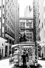 Cidade de So Paulo (Bruno Nogueiro) Tags: streetphotography street rua de fotografiaderua fotografiadocumental banca jornal bancadejornal pb bw pretoebranco blackandwhite love amor city cidade centro decay urban underground arquitetura architecture people pessoas janela window sopaulo sp sampa