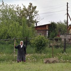 Smoko (Anton Novoselov) Tags: russian village portrait old woman film hasselblad 250 sonnar babushka scythe
