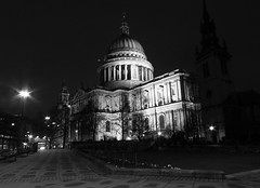 St Paul's Cathedral (mr_snipsnap) Tags: bw london st night mono cathedral pauls southwark