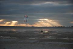 Kite surf sur la plage du Crotoy (carpentier_patrick) Tags: kitesurf plage contrejour somme baiedesomme lecrotoy
