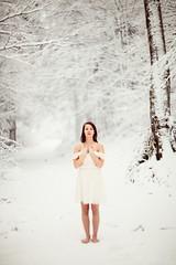 C R I S I S (Flibustier et Cie) Tags: portrait woman mountain snow laura girl beautiful montagne canon superb gorgeous femme r2d2 belle neige jolie lovely helios helios402 superbe ravissante vsco 5dmkii