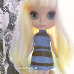 blythe just gotta know - what colour is the dress?! :D