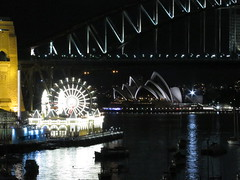 "Baie de Sydney de nuit <a style=""margin-left:10px; font-size:0.8em;"" href=""http://www.flickr.com/photos/83080376@N03/16543234021/"" target=""_blank"">@flickr</a>"