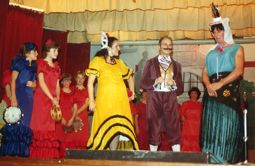 1984 Puss in Boots 01 (from left x, Louise Eyre, Rachel Hancock, Julie Platts, Irene Ratcliffe, Ted Hampton, Bryan Prince)