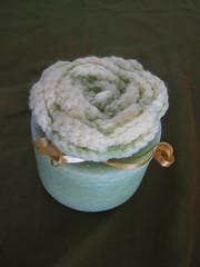 CAJA REDONDA VERDE CLARO  HECHA DE CERA (ilmiomondoincera) Tags: verde casa crochet artesanal rosa caja valentin regalo amarilla bodas cera redonda menta bombonera decoracion