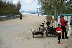 Street scene Tumangang (Frhtau) Tags: dprk north korea tumangang child girl path way countryside railwayline woman chat leute korean people street scene centre town daily life asia asian east nordkorea passers by passanten building gebude architektur design scenery   choxin  outdoor      corea del norte core du nord coreia do coria    culture landstrase stadt gebudekomplex public fussgnger