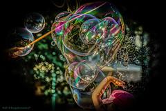 Street: La magia delle bolle di sapone (Borgo Armonico) Tags: street bolledisapone bolle sapone mani riflesso luce
