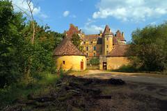 Haut de la colline  chteau de Lanquais (XVe-XVIe sicle), Dordogne, juillet 2016 (Stphane Bily) Tags: lanquais chteau castle renaissance xve xvie dordogne prigord
