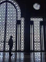 - i - (yanitzatorres) Tags: ventana sombras contraluz morocco marroqu marruecos mezquita casablanca