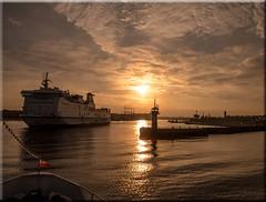 Evening sun in the port of Travemnde (Baltic Sea) (Ostseeleuchte) Tags: lighthouse port ship balticsea hafen schiff leuchtturm travemnde trave huckleberryfinn