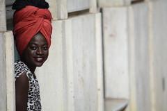 Basta un sorriso (Sante sea) Tags: portrait girl smile lisboa lisbon sorriso ritratto ragazza lisbona