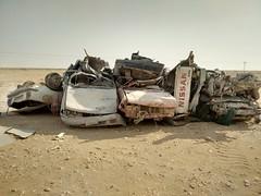 2014-11-06 14.22.06 (felipefonseca) Tags: trip junk tires fieldtrip lixo qatar craftsmen gambiarra vcuq repairmen mfavcuq