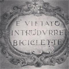 Archiginnasio: divieto (falco di luna) Tags: travel bologna archiginnasio divieto biciclette instagram consigliperviaggiare instapost