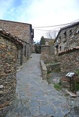 Patones de Arriba (javier_hdez) Tags: madrid rural negro pueblo bonito patones pizarra rurales